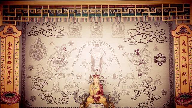 ▲红山女神庙内供奉超度婴灵的佛堂。